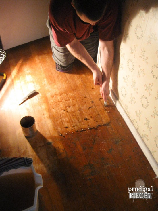 Removing Carpet Adehisive on Hardwood Bedroom Floors by Prodigal Pieces | www.prodigalpieces.com