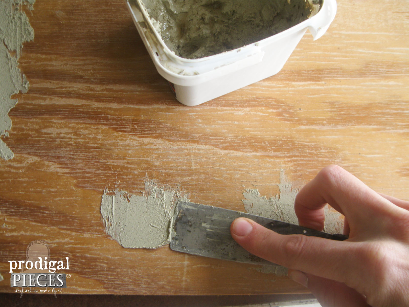 Elmer's Wood Filler to Repair Chalkboard Damage | Prodigal Pieces | www.prodigalpieces.com