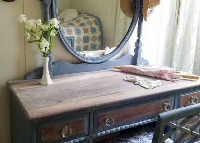 Featured Kroehler Vintage Vanity by Prodigal Pieces | www.prodigalpieces.com