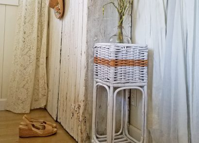 Featured Farmhouse Chic Thrifted Plant Stand by Prodigal Pieces | www.prodigalpieces.com