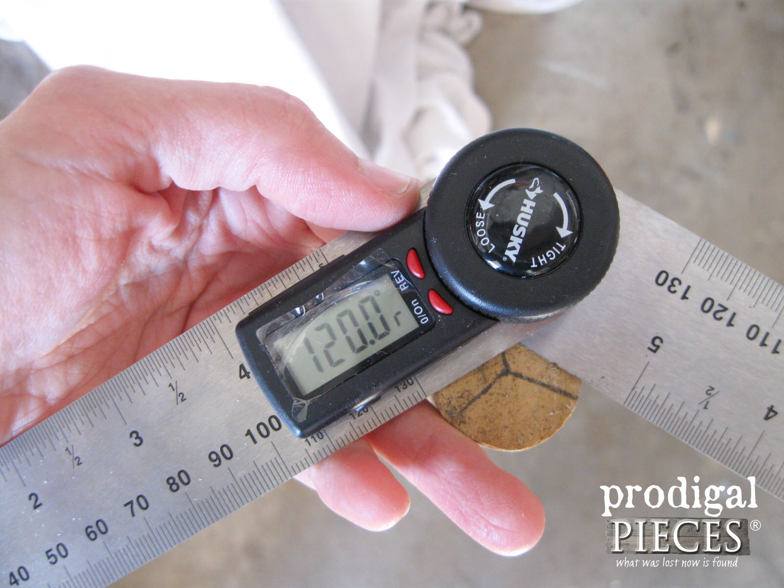 Using Angle Finder to Determine Tripod Legs | Prodigal Pieces | www.prodigalpieces.com