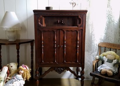 Featured Repurposed Antique Radio Cabinet by Prodigal Pieces | www.prodigalpieces.com