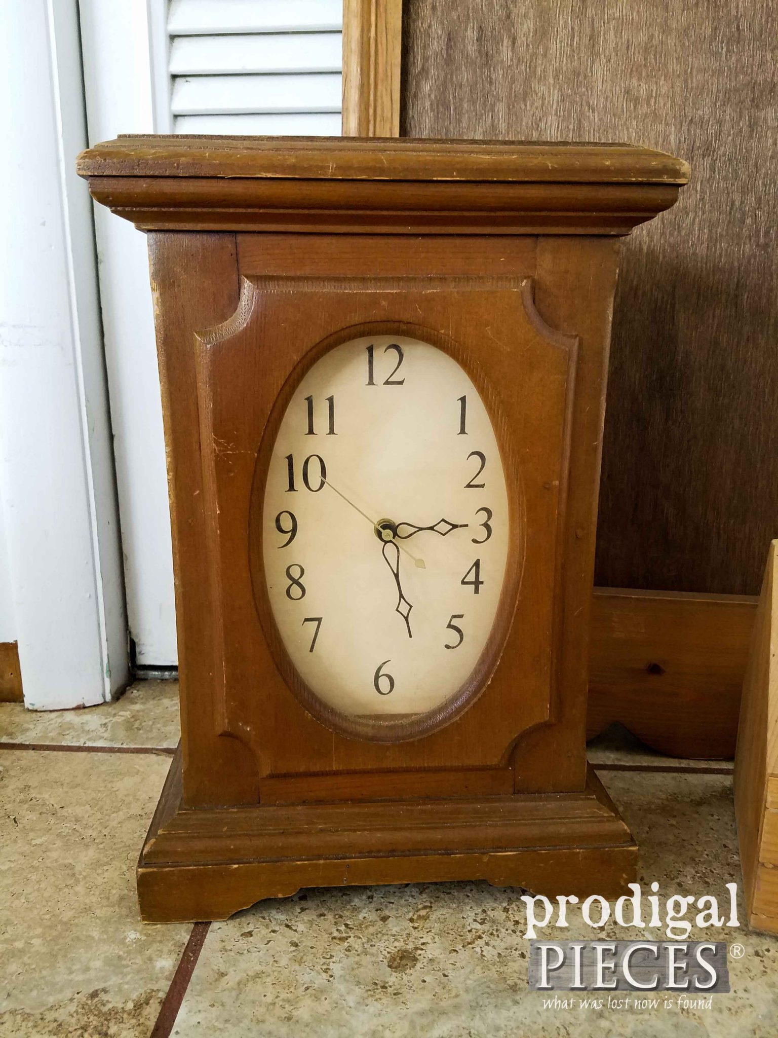 Thrifted Mantel Clock Before Makeover by Prodigal Pieces | prodigalpieces.com