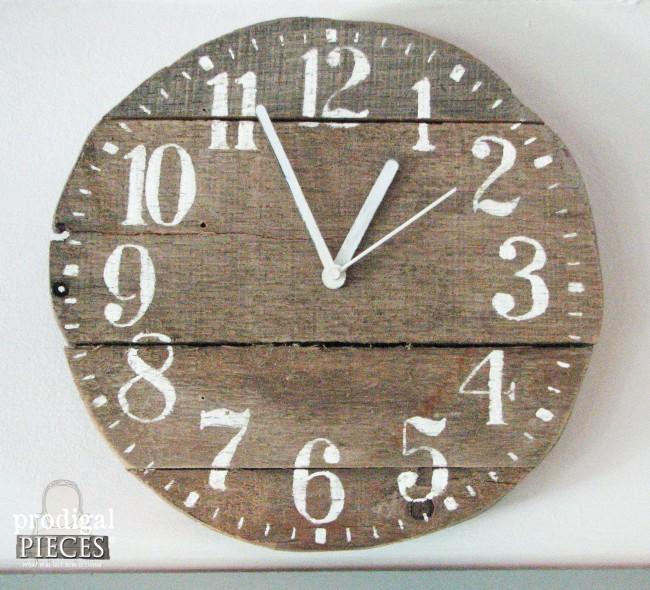 DIY Rustic Barn Wood Pallet Decor by Prodigal Pieces www.prodigalpieces.com #prodigalpieces