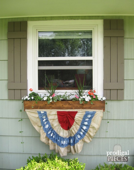 DIY Patriotic Fourth of July Bunting by Larissa of Prodigal Pieces   prodigalpieces.com #prodigalpieces