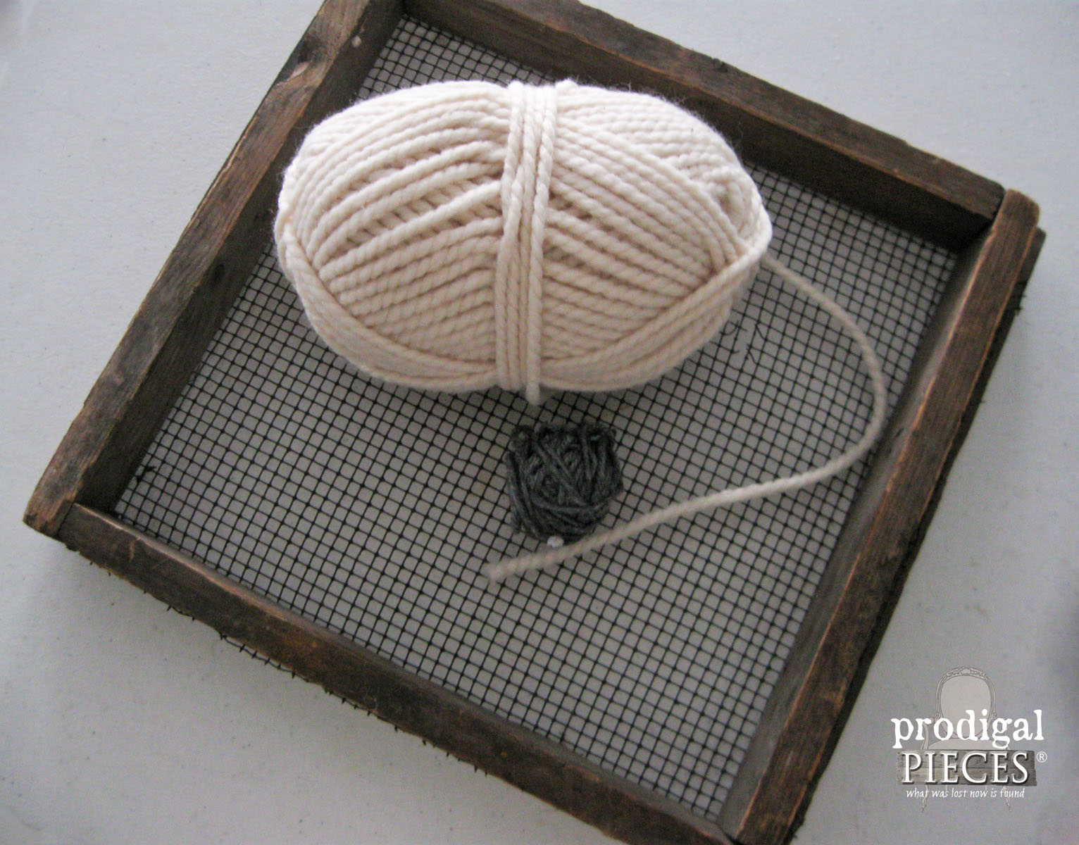 Farmhouse Screen and Wool Yarn | Prodigal Pieces | www.prodigalpieces.com