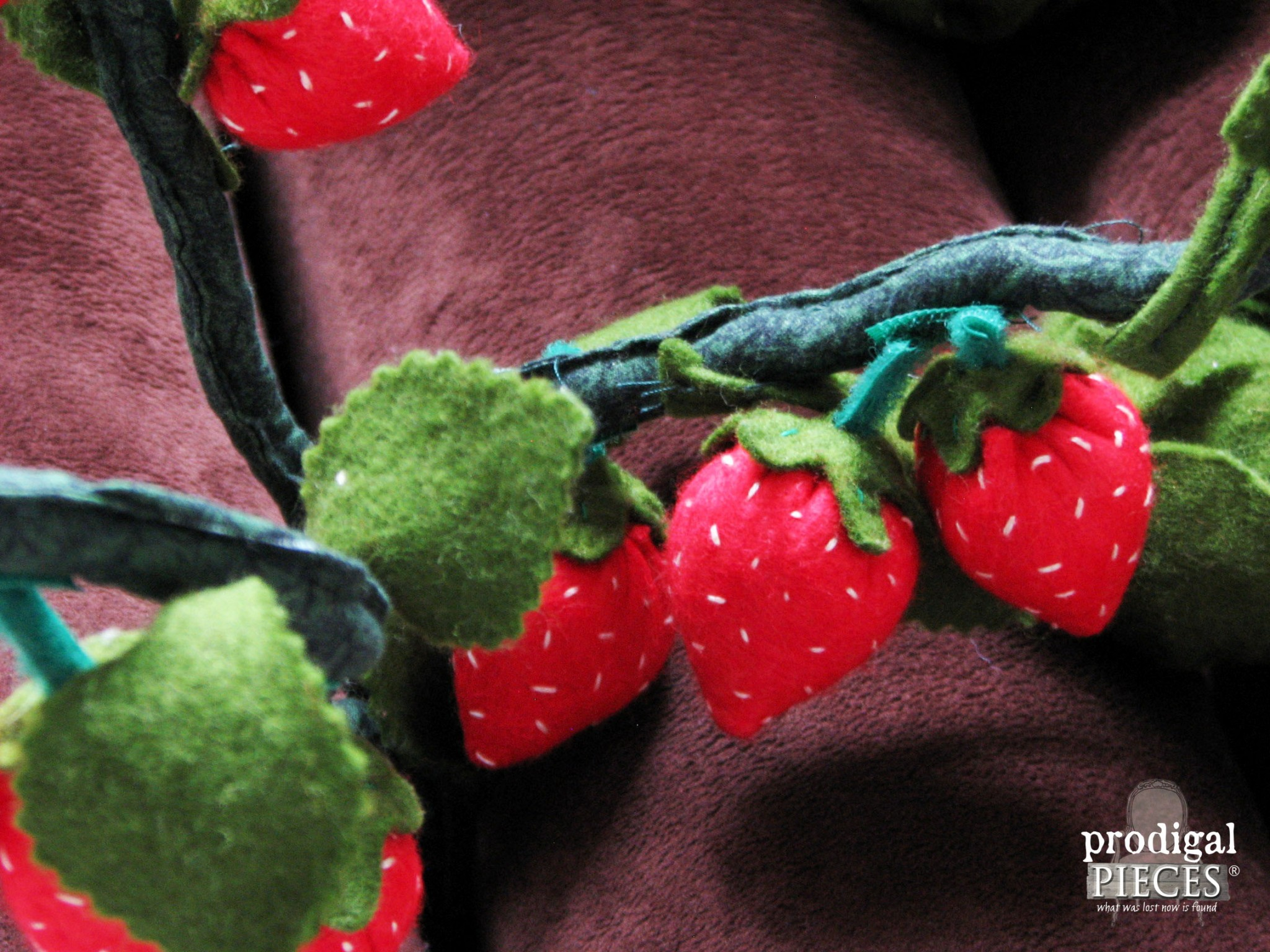 Handmade Felt Pickable Strawberries by Prodigal Pieces | www.prodigalpieces.com