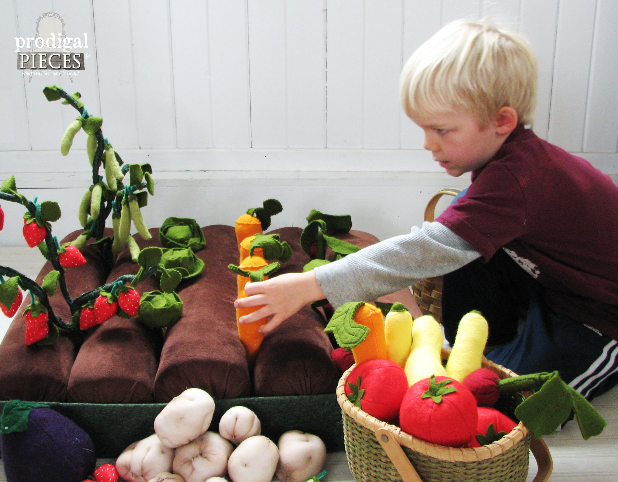 Handmade Pretend Play Garden with Felt Fruits & Veggies by Prodigal Pieces | www.prodigalpieces.com