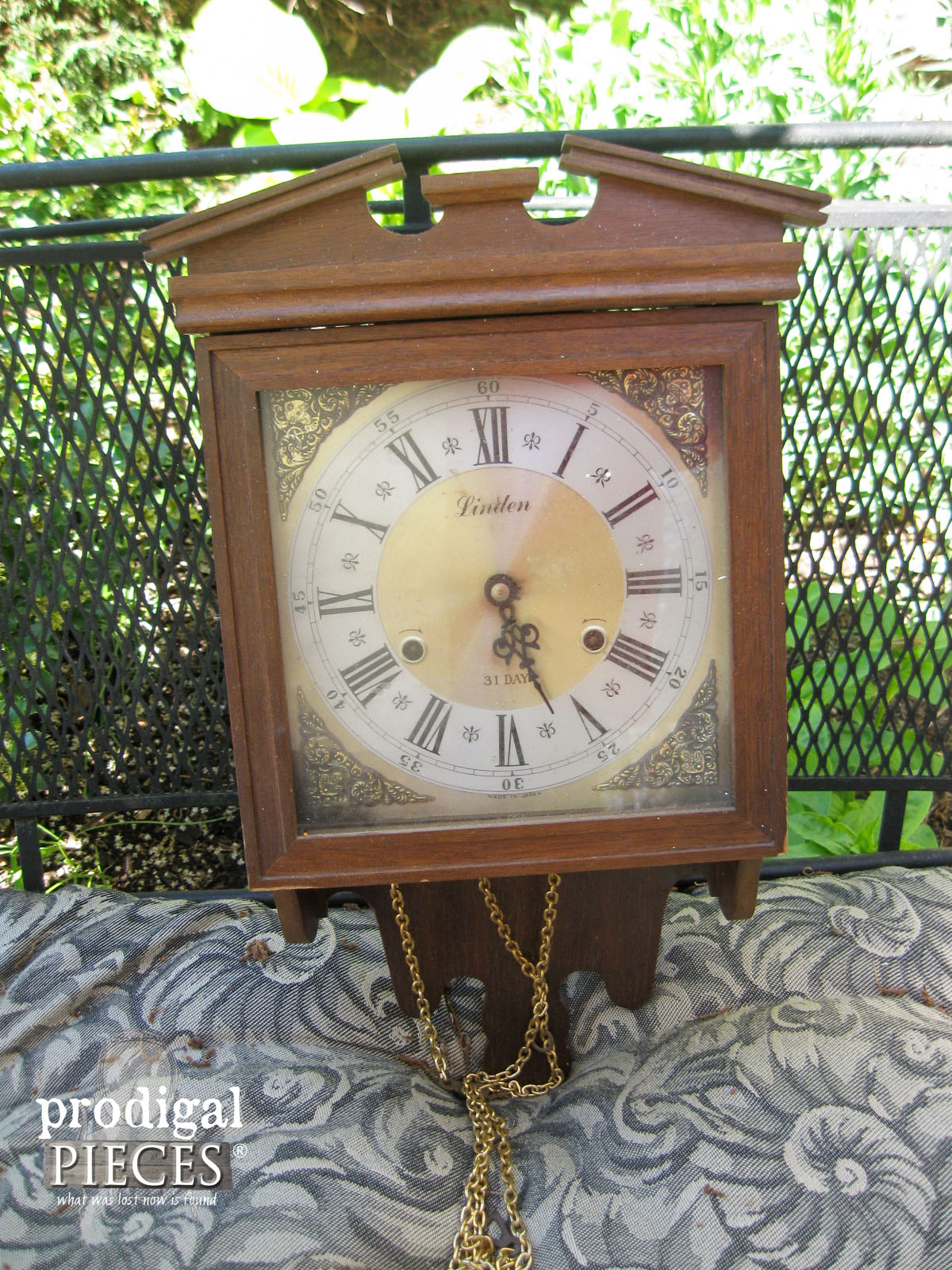 Vintage Clock Before Makeover by Prodigal Pieces | www.prodigalpieces.com