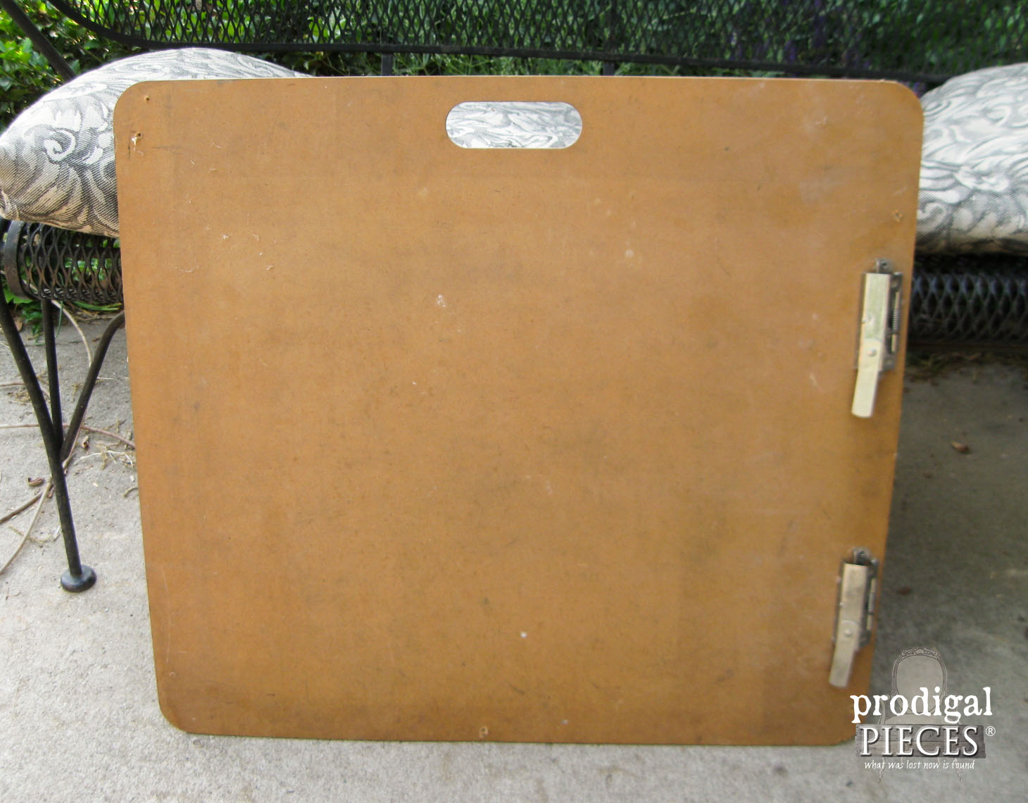 Curbside Find Clipboard Before Makeover | Prodigal Pieces | www.prodigalpieces.com