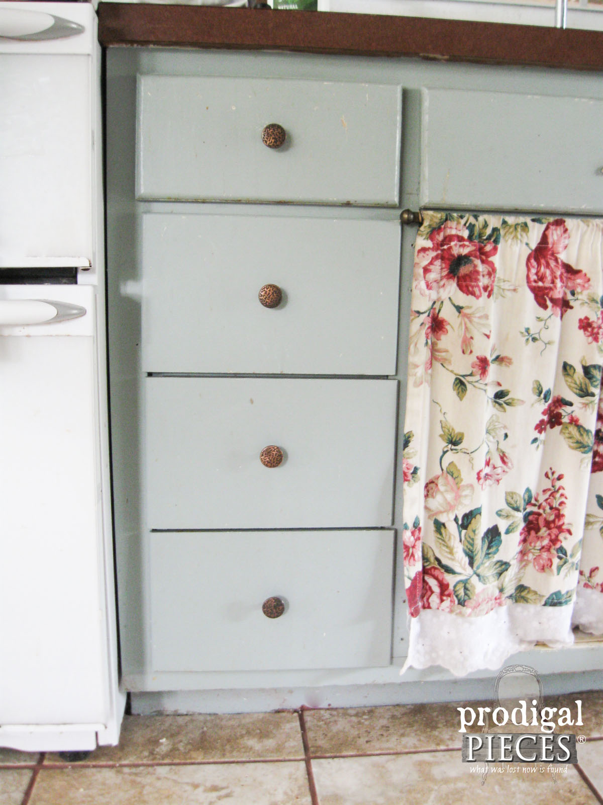 Farmhouse Kitchen Remodel Continues with the Drawers | Prodigal Pieces | www.prodigalpieces.com