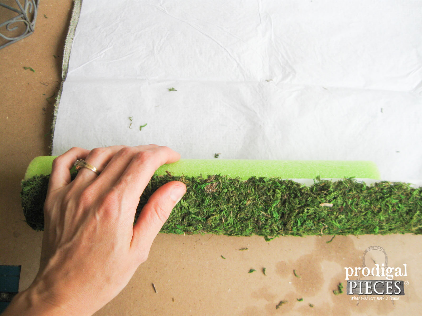 Cutting and Wrapping Moss Mat for Succulent Planter | Prodigal Pieces | www.prodigalpieces.com