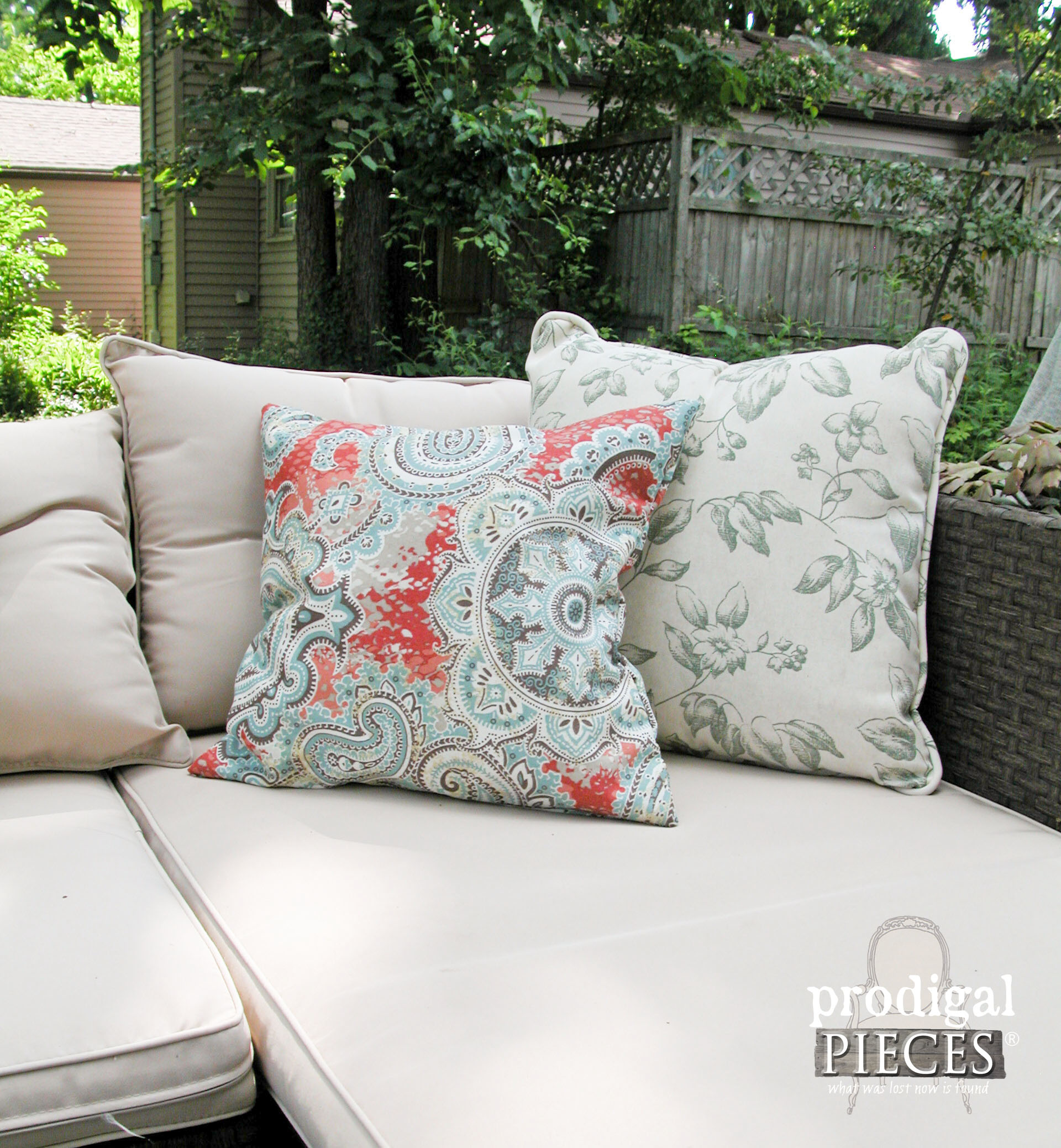 Pair of DIY Outdoor Pillows by Prodigal Pieces | www.prodigalpieces.com