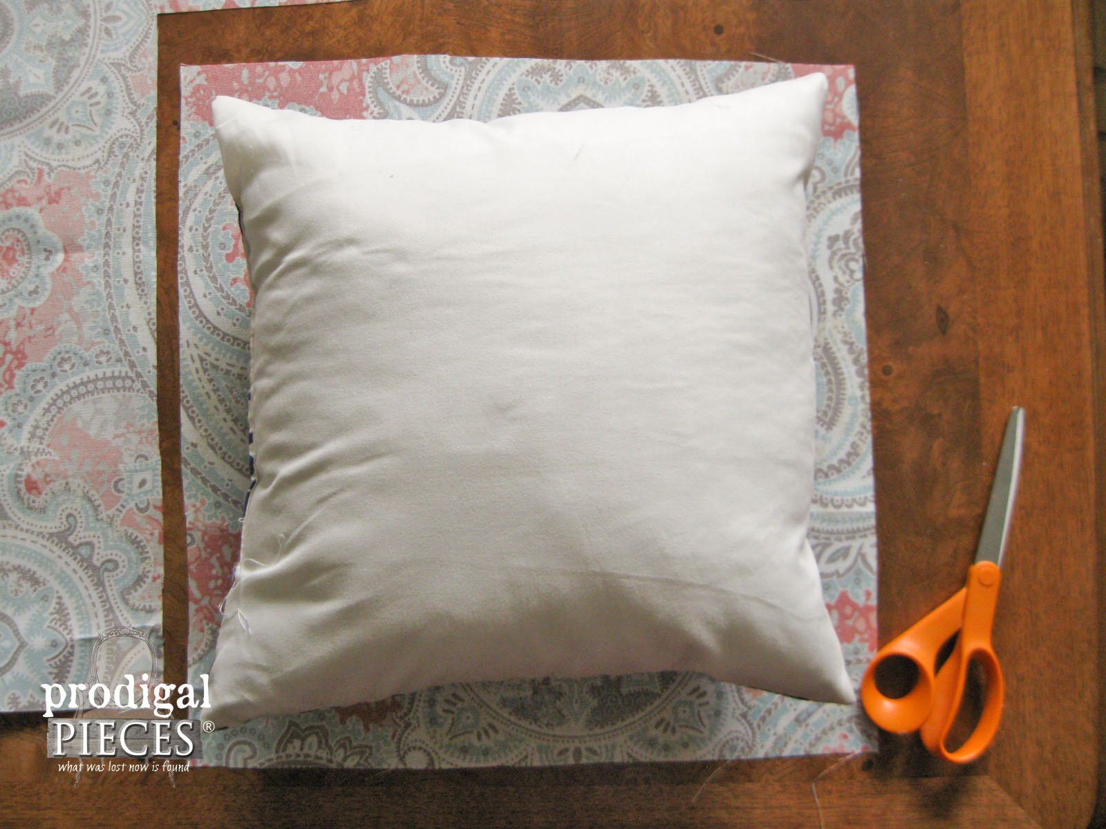 Layout of DIY Outdoor Pillows | Prodigal Pieces | www.prodigalpieces.com