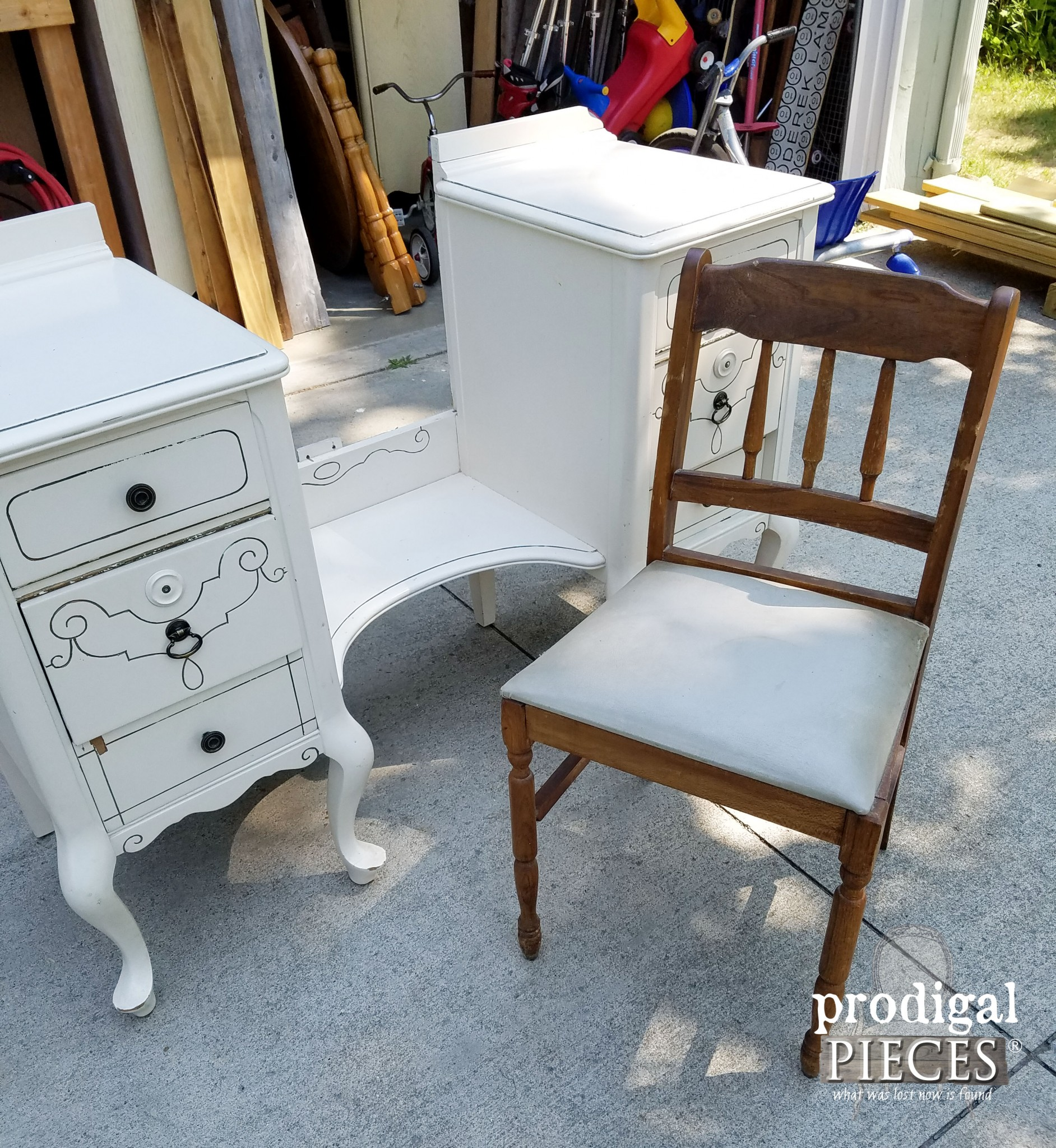 Antique Chair Paired with Vintage Vanity | Prodigal Pieces | www.prodigalpieces.com