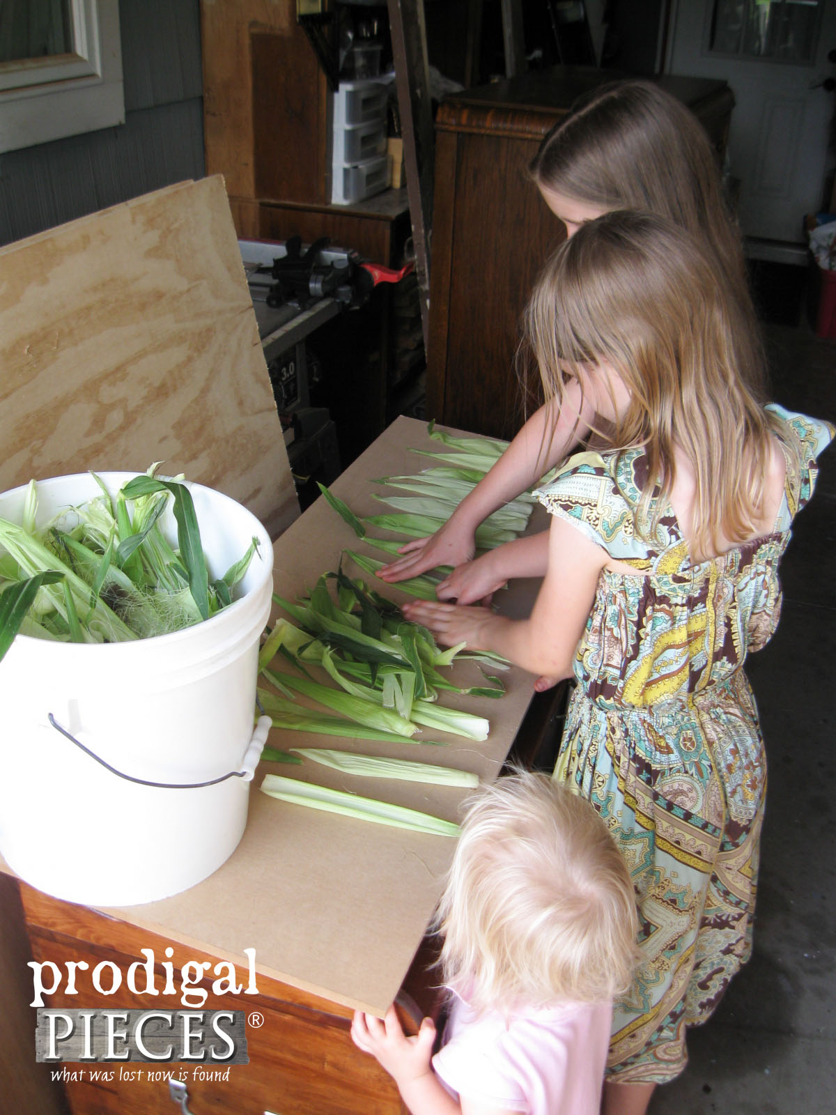 Laying Out Corn Husk to Dry for DIY Pumpkins | Prodigal Pieces | www.prodigalpieces.com