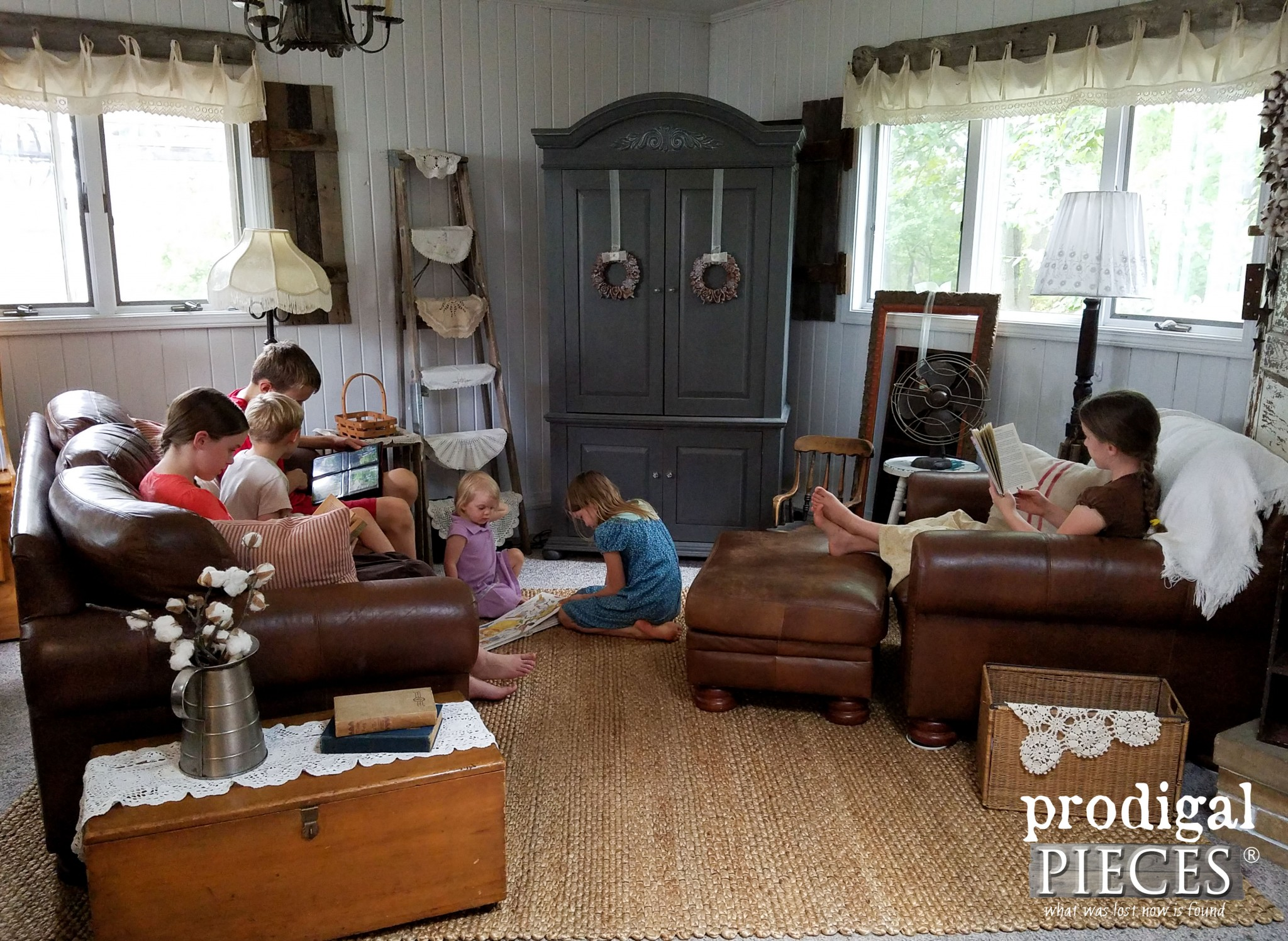 Large Family Enjoying Cozy Farmhouse Family Room | Prodigal Pieces | www.prodigalpieces.com