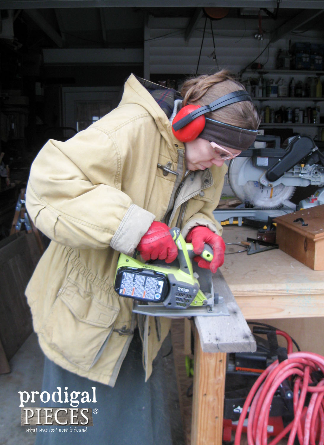 Cutting Barn Wood with Circular Saw | Prodigal Pieces | www.prodigalpieces.com
