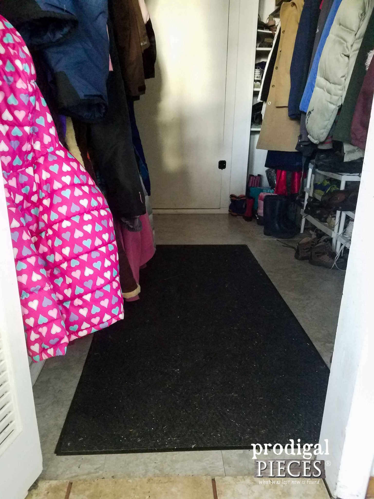 Mudroom Rug Before | Prodigal Pieces | prodigalpieces.com