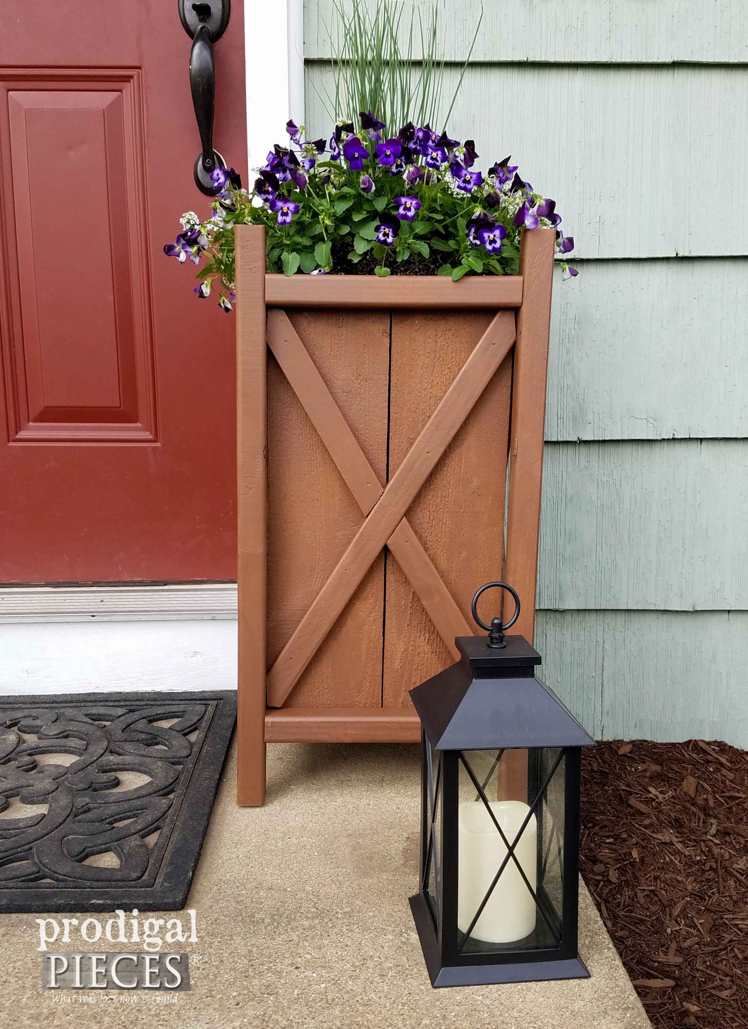 Easy Build DIY Planter with plans by Prodigal Pieces | prodigalpieces.com