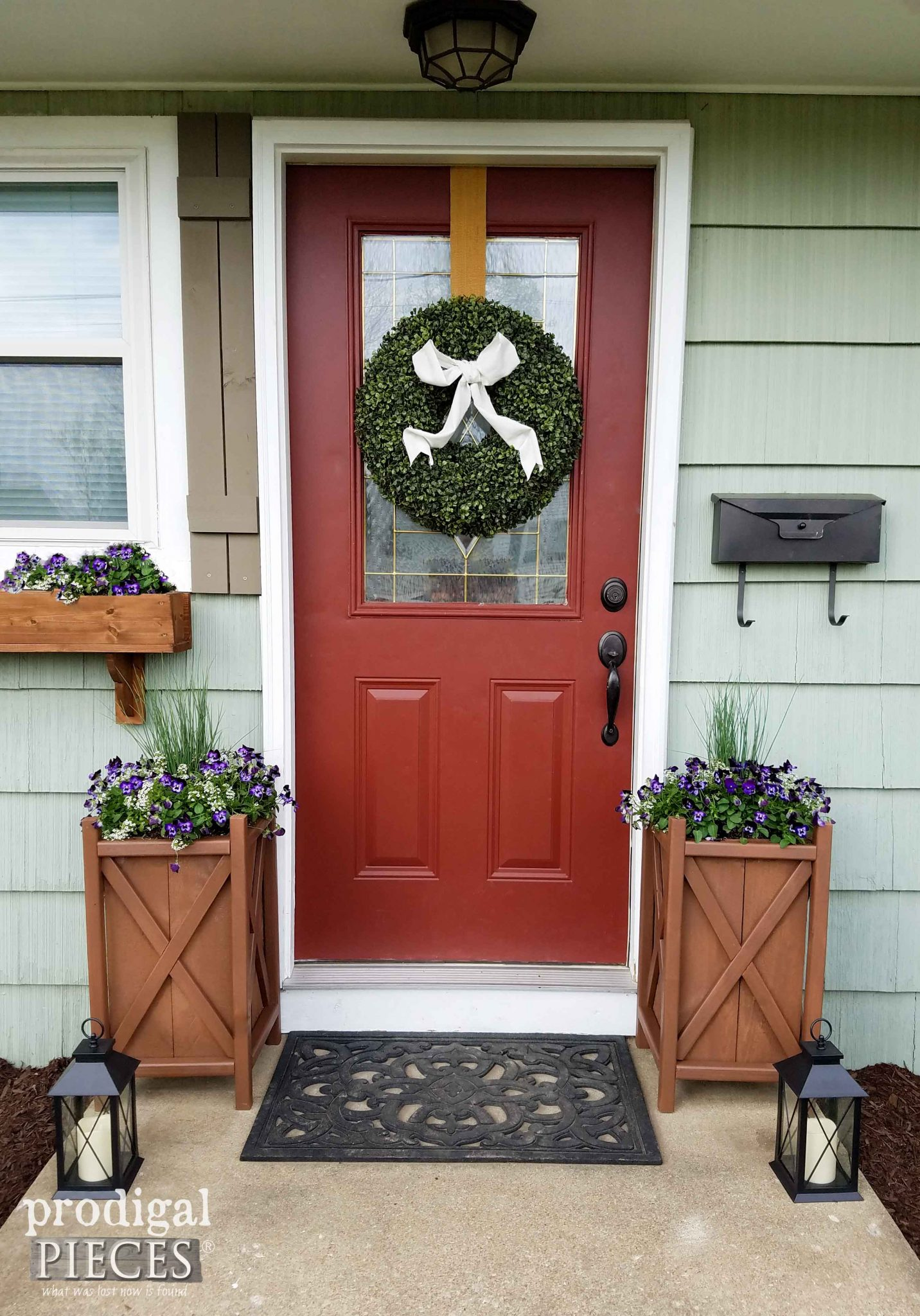 Add curb appeal to your home with this DIY planter with free build plans by Prodigal Pieces | prodigalpieces.com