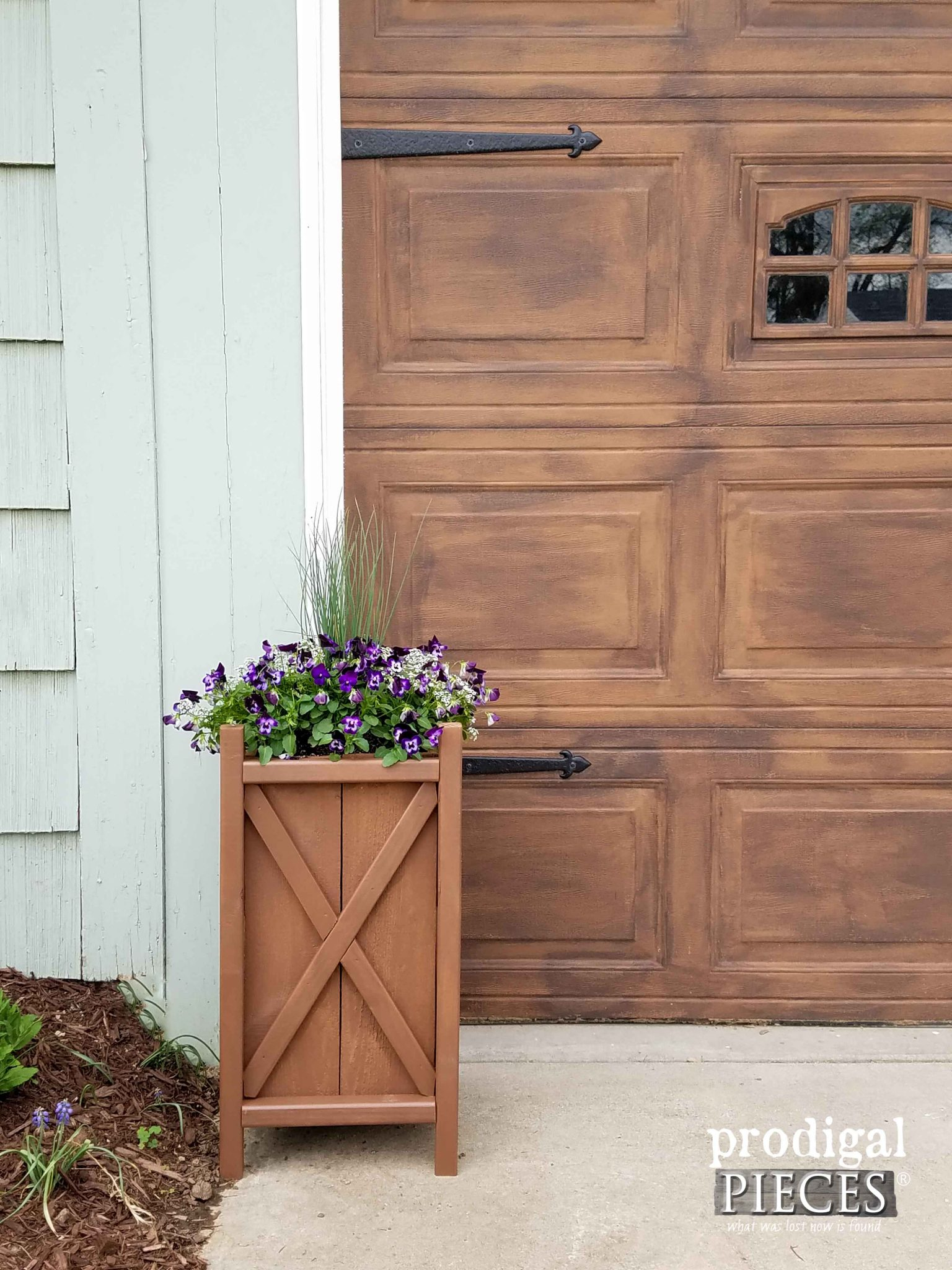 Build this Planter in One Day by Prodigal Pieces | prodigalpieces.com