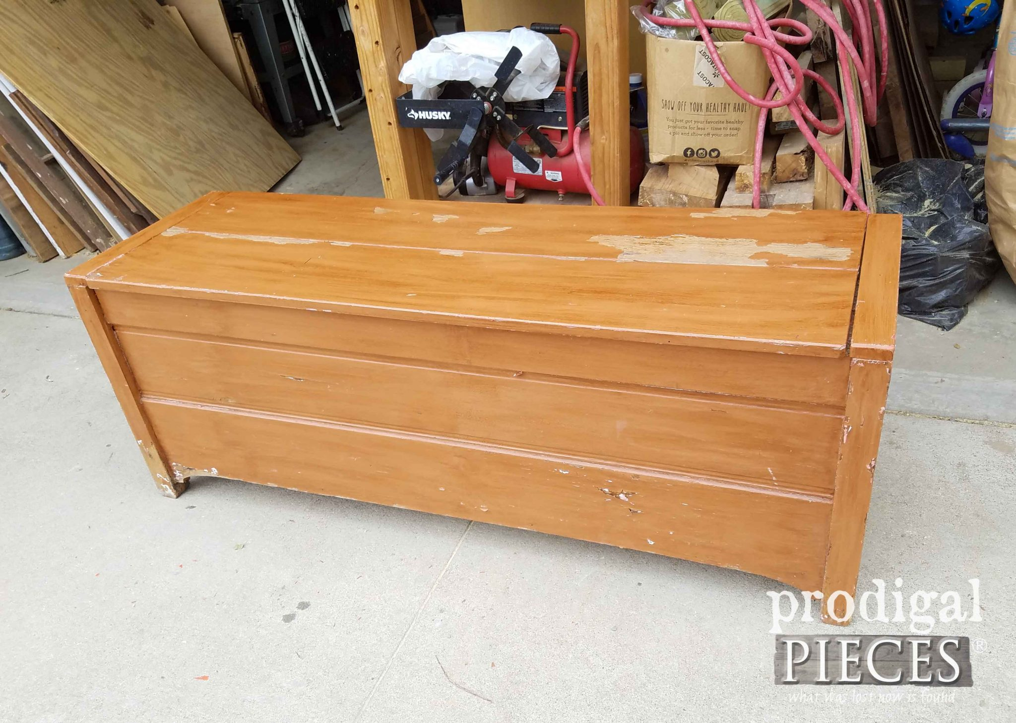 Painted Blanket Chest Before Makeover | prodigalpieces.com