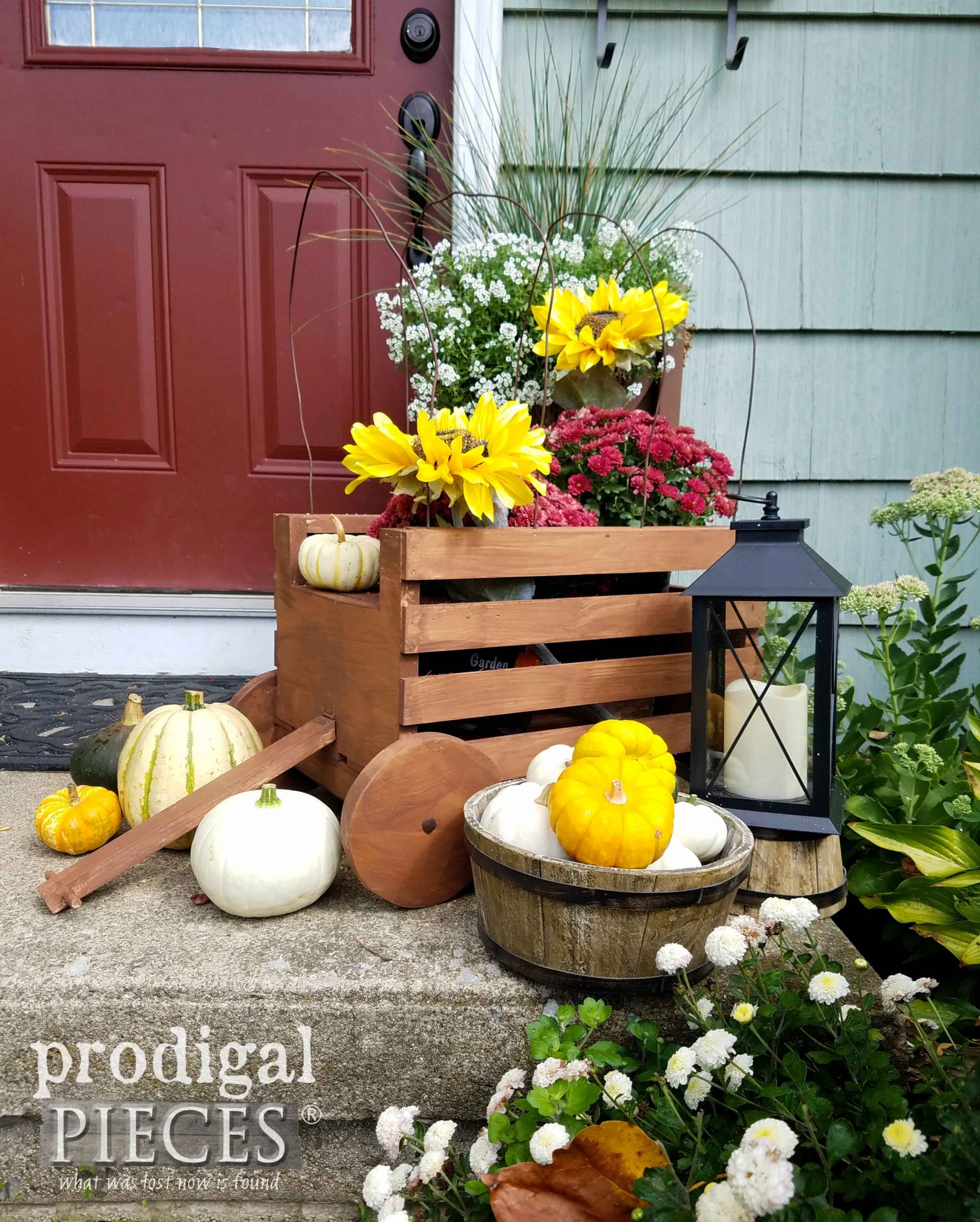 Fall Decorated DIY Crate Wagon by Prodigal Pieces | Get the tutorial at prodigalpieces.com