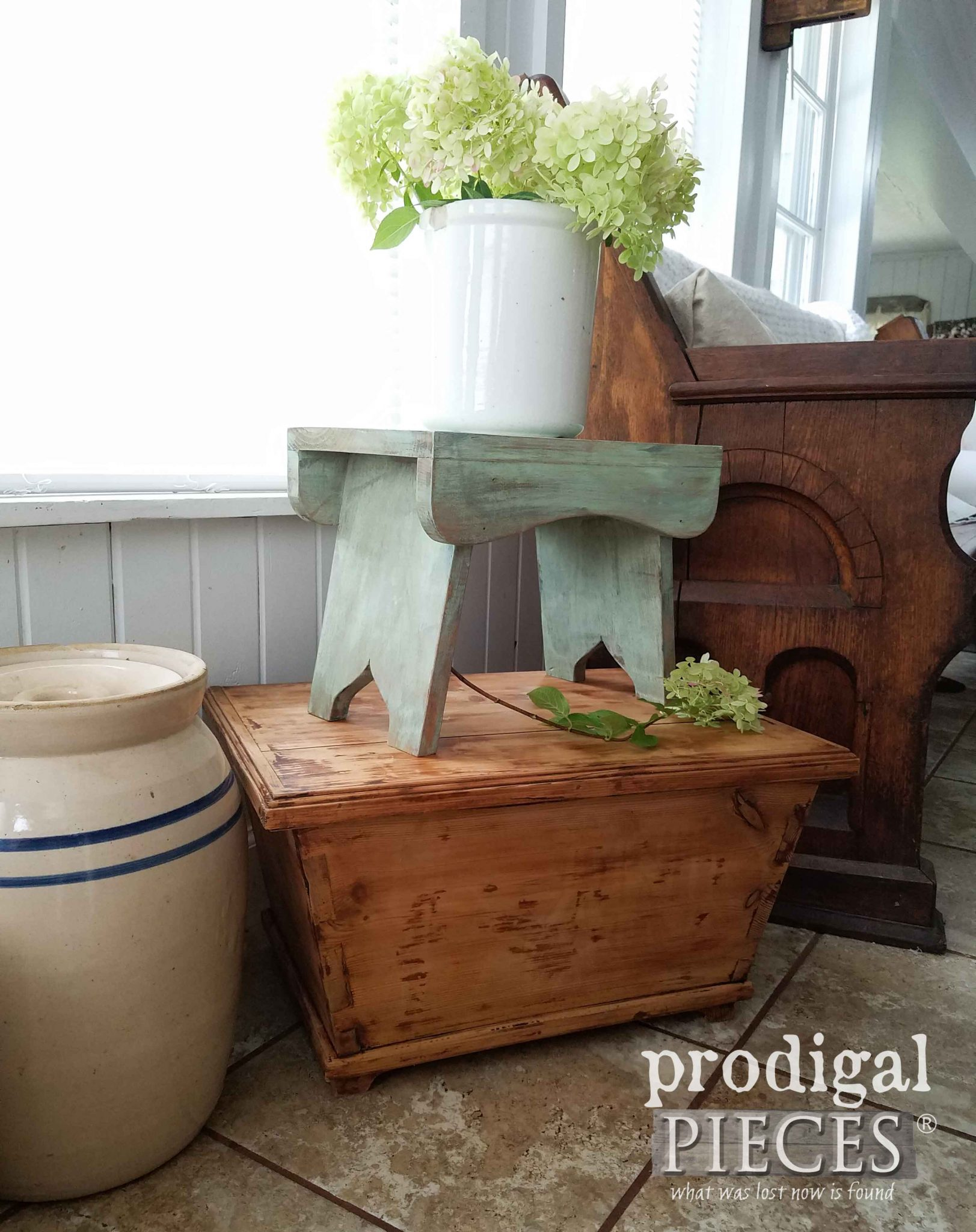 Farmhouse Style Vignette Using Thrifted Finds by Prodigal Pieces | prodigalpieces.com