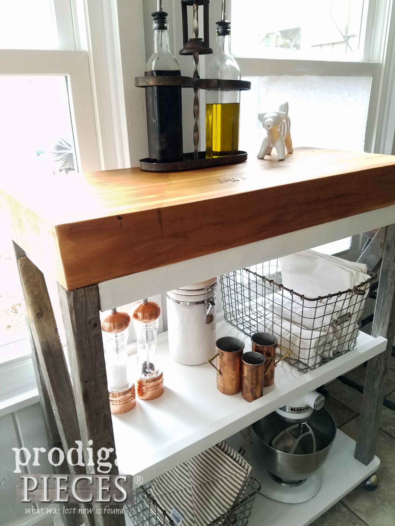 Reclaimed Wood Storage Cart built by Larissa of Prodigal Pieces | prodigalpieces.com