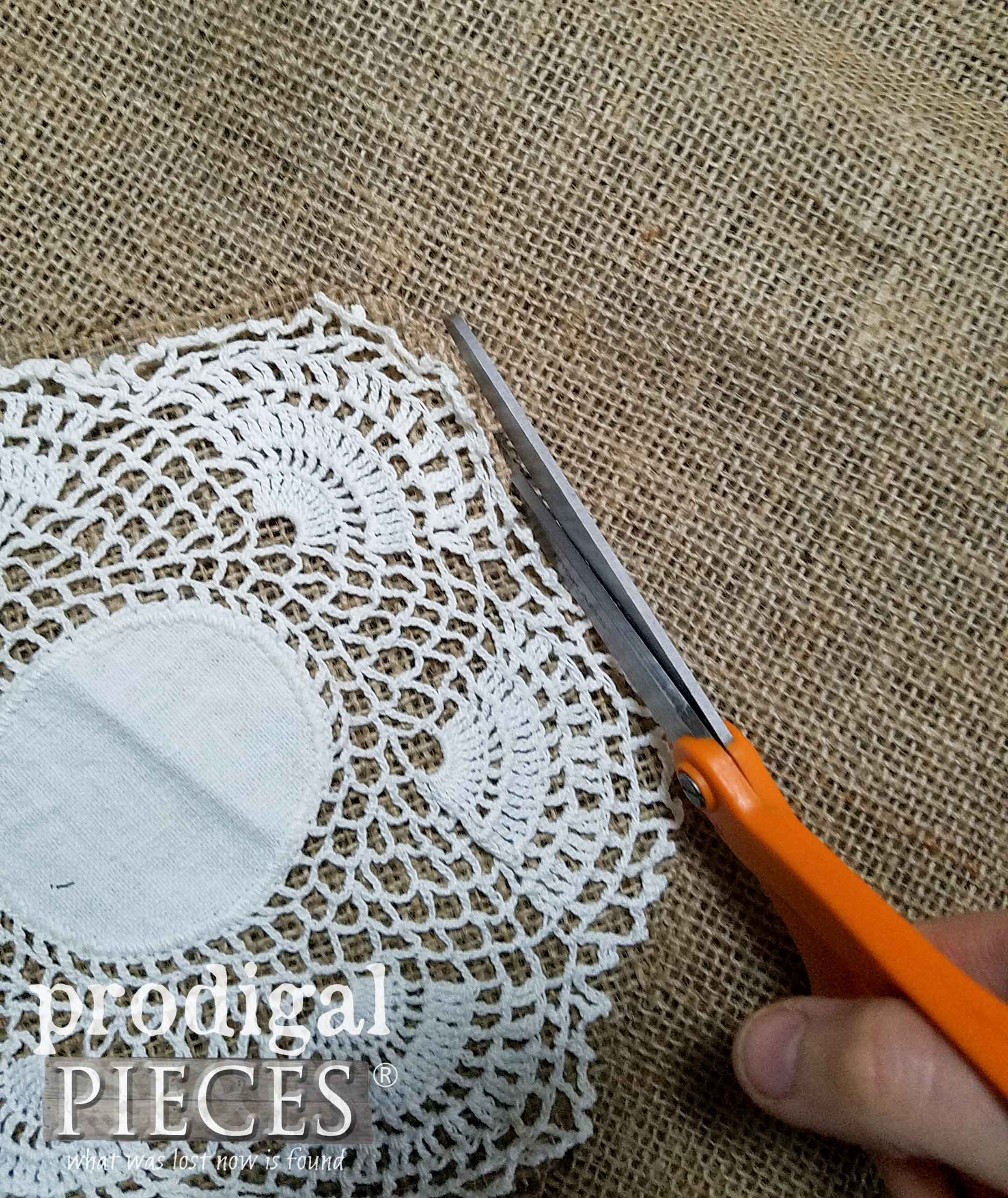 Cutting Burlap for Farmhouse Decor by Prodigal Pieces | prodigalpieces.com
