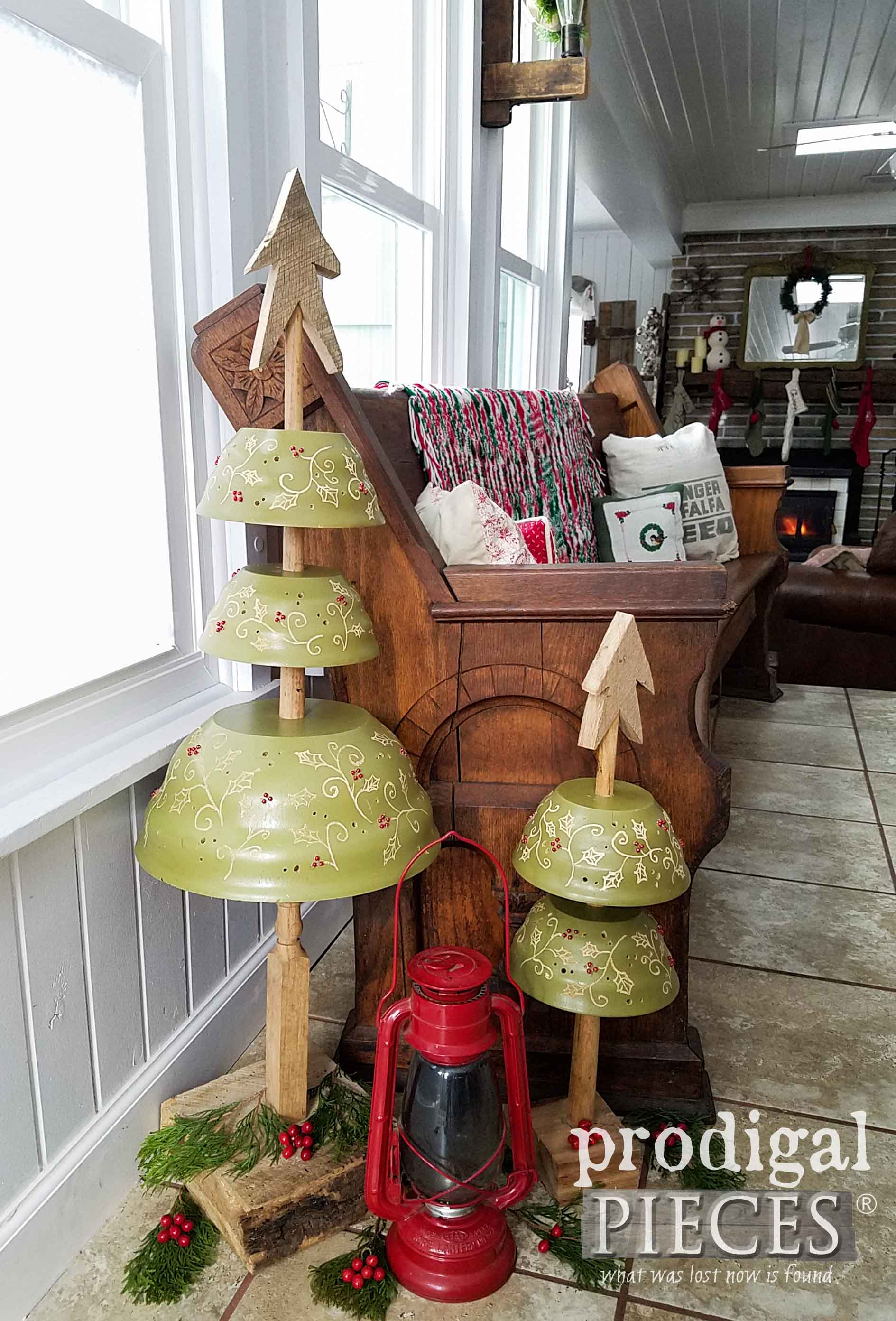 Whimsical Upcycled Christmas Trees from Wooden Salad Bowls by Larissa of Prodigal Pieces | prodigalpieces.com