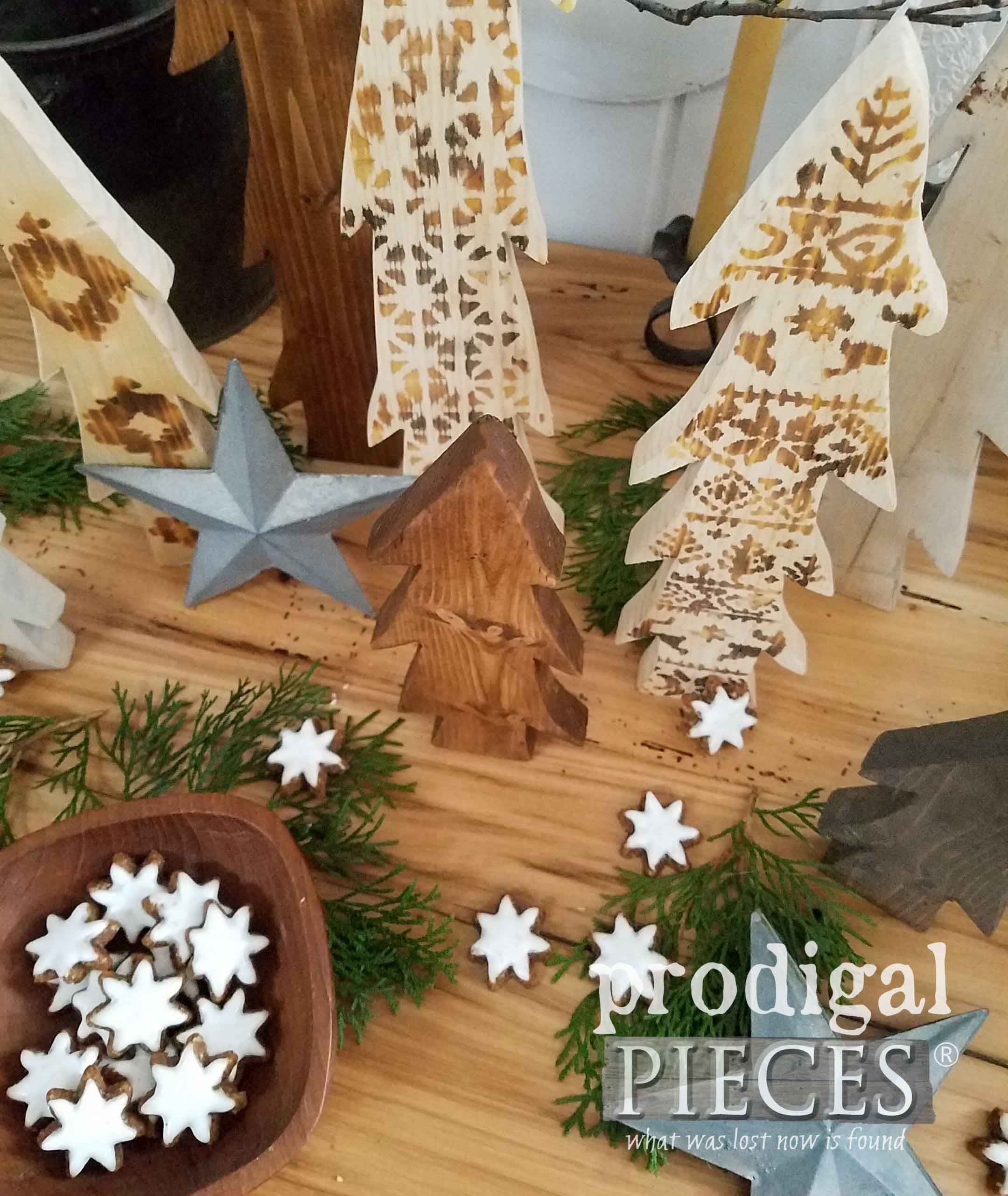 Festive Nordic Wooden Trees. How to Wood Burn with a Heat Gun by Larissa of Prodigal Pieces | prodigalpieces.com