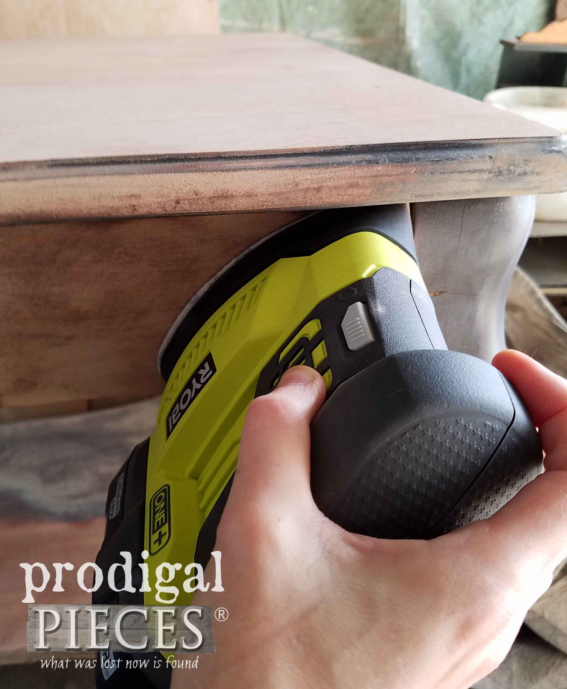 Sanding Corners with Ryobi Corner Cat | prodigalpieces.com