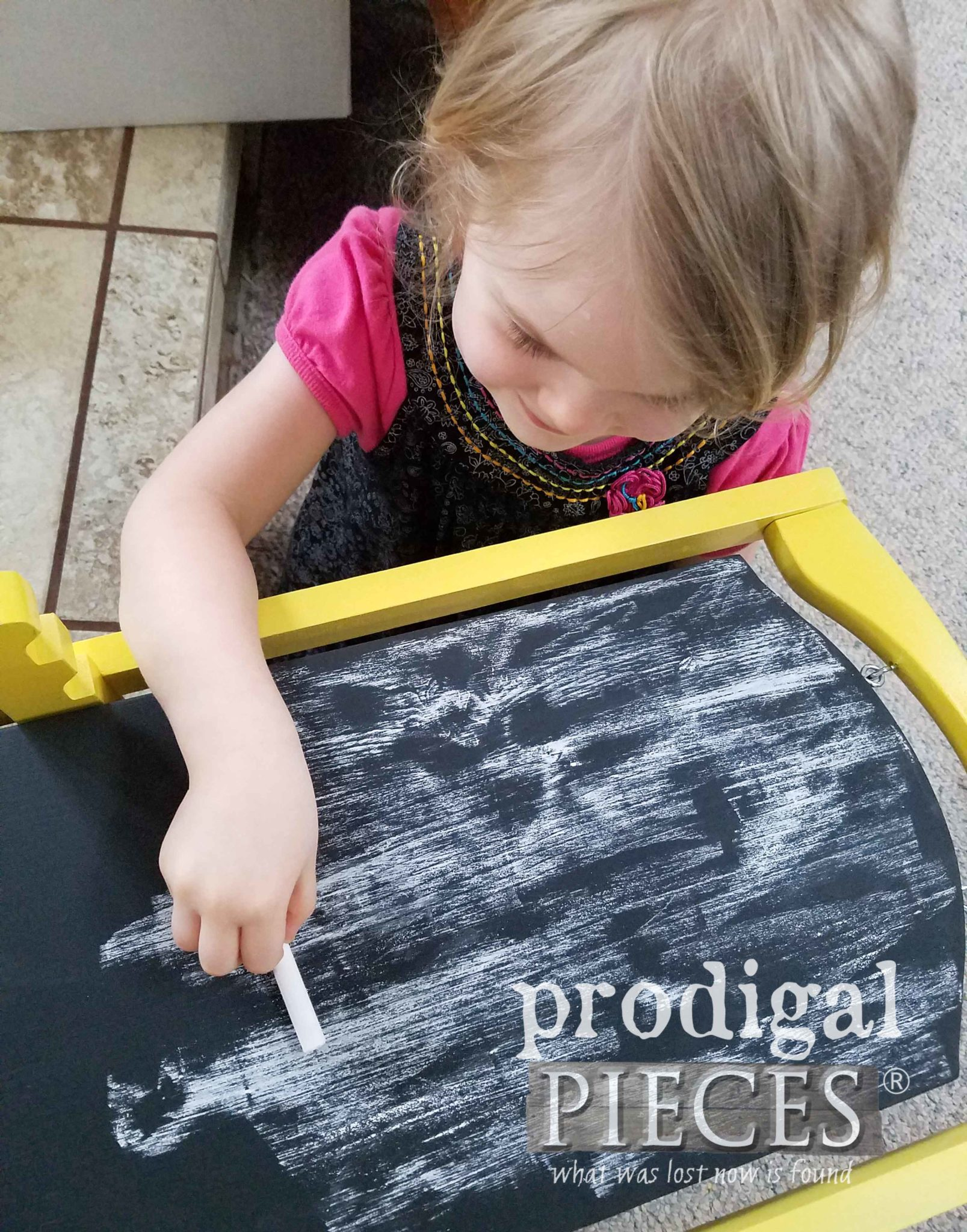 How to Prime Your DIY Chalkboard for the First Use by Prodigal Pieces | prodigalpieces.com