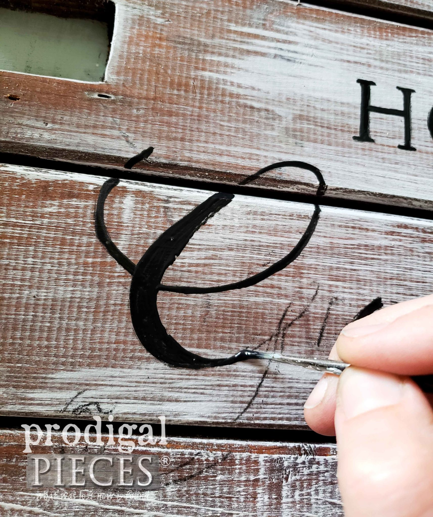 Hand-Painting DIY Pallet Art by Larissa of Prodigal Pieces | prodigalpieces.com