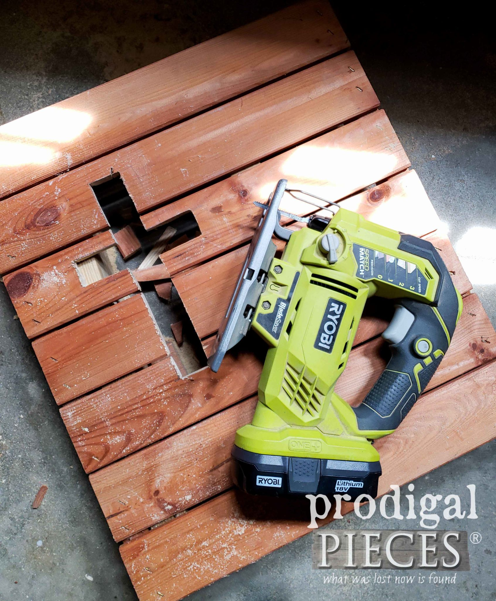 Pallet Wood Art DIY by Larissa of Prodigal Pieces | prodigalpieces.com