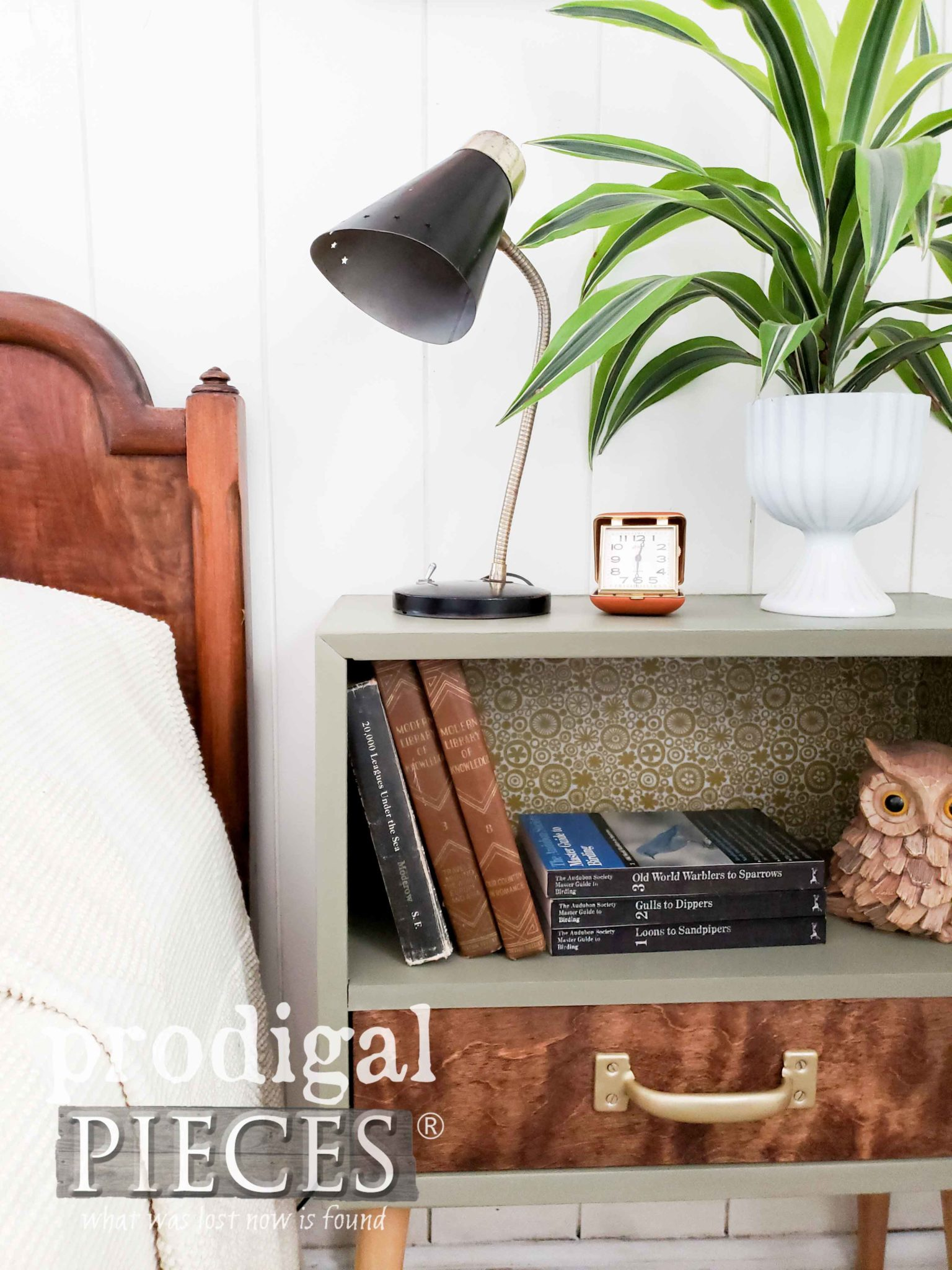 Retro Vintage Vignette with Mid Century Style by Larissa of Prodigal Pieces | prodigalpieces.com