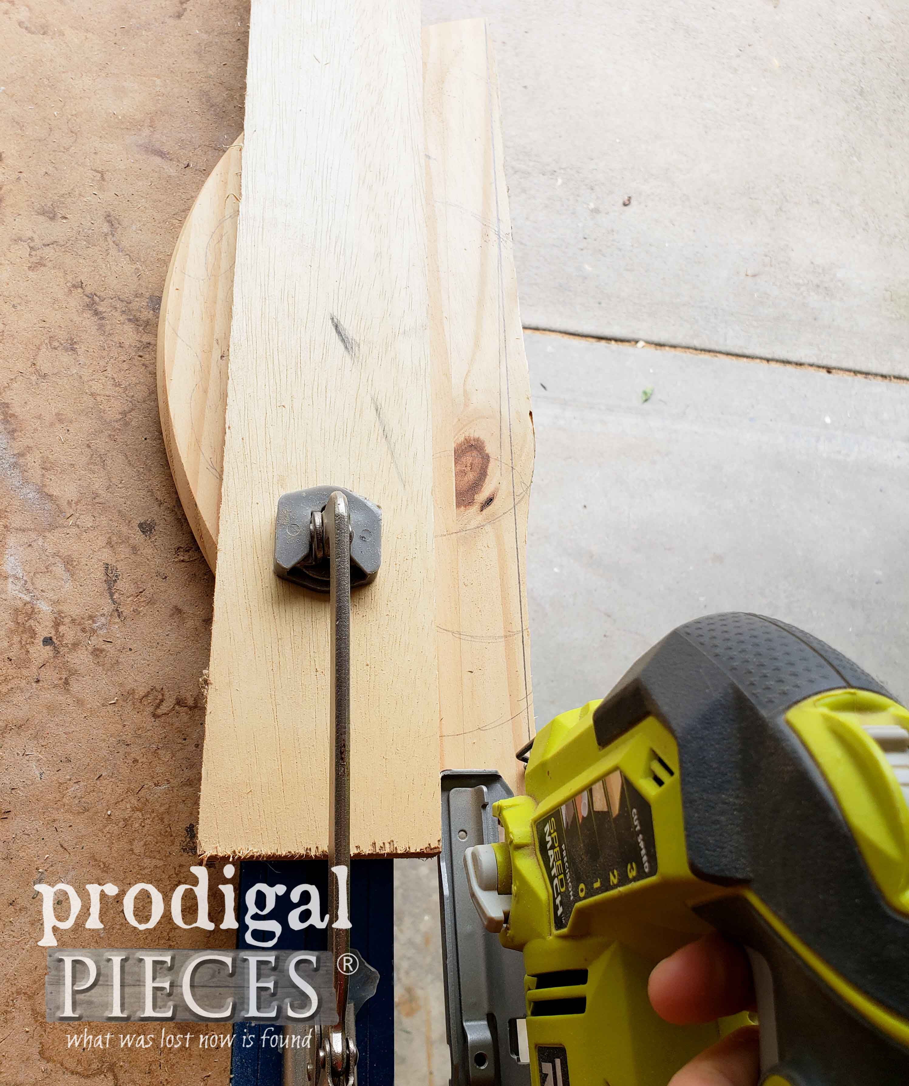 Using Jigsaw to Cut Wooden Round | prodigalpieces.com