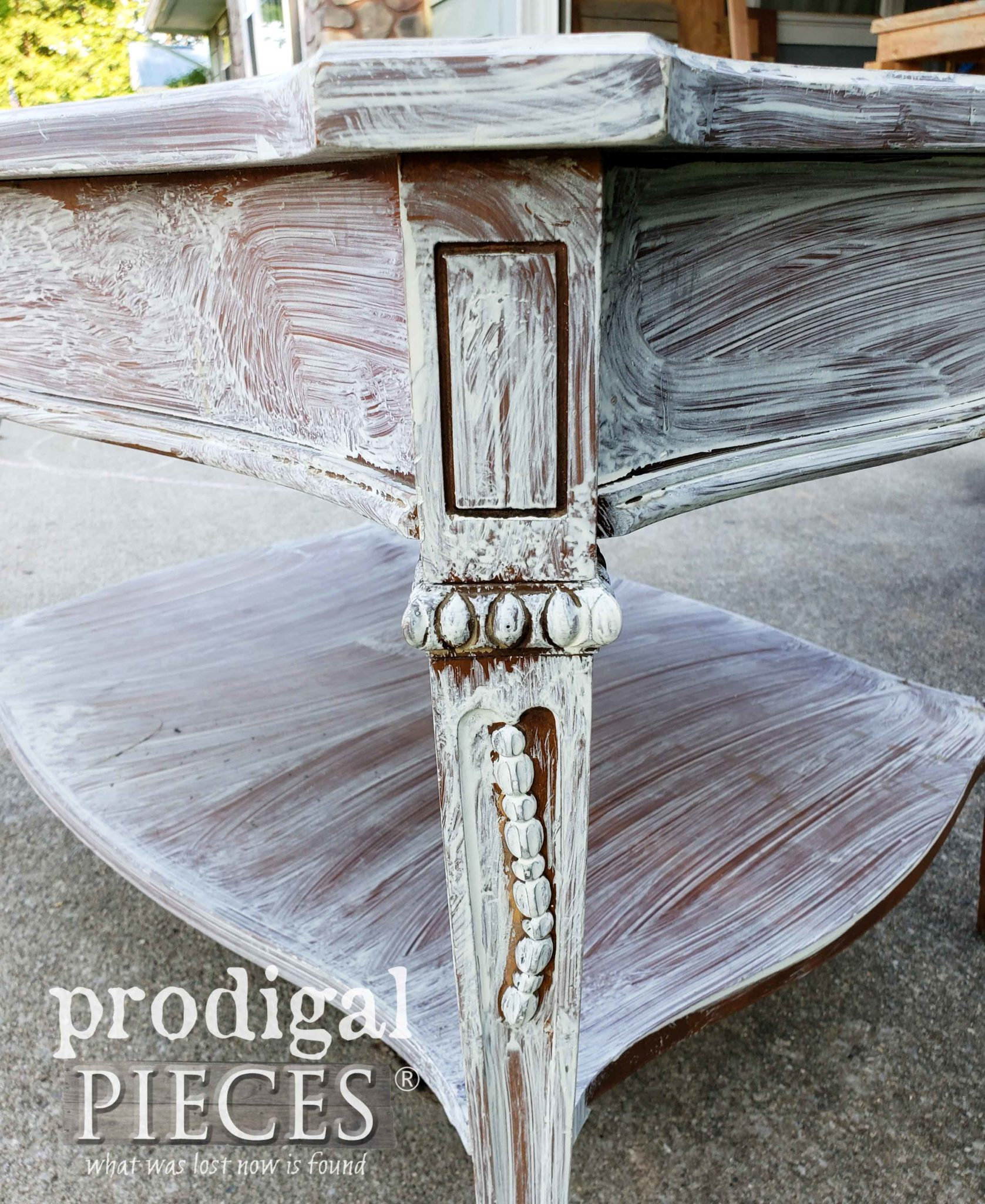 Closeup of Table Corner | prodigalpieces.com