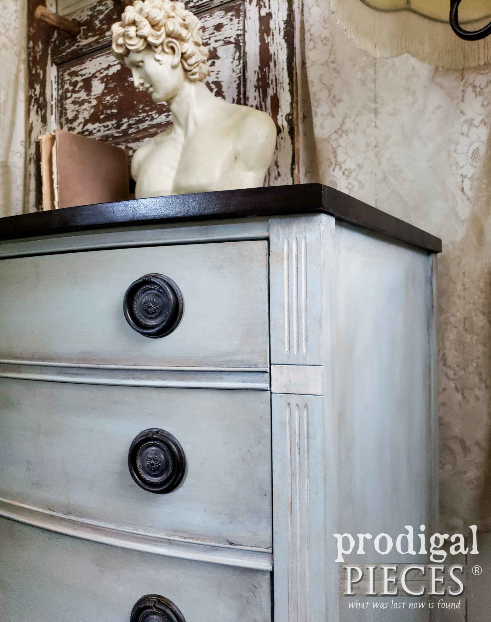 Frottage Technique as demonstrated by Larissa of Prodigal Pieces on this Vintage Dixie Dresser | prodigalpieces.com