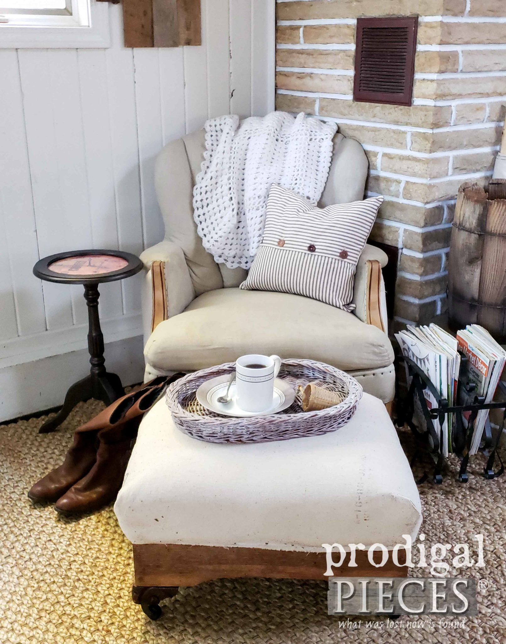 Rustic Farmhouse Style Living Room with DIY Clock Face Table | prodigalpieces.com #prodigalpieces #furniture #diy #home #homedecor