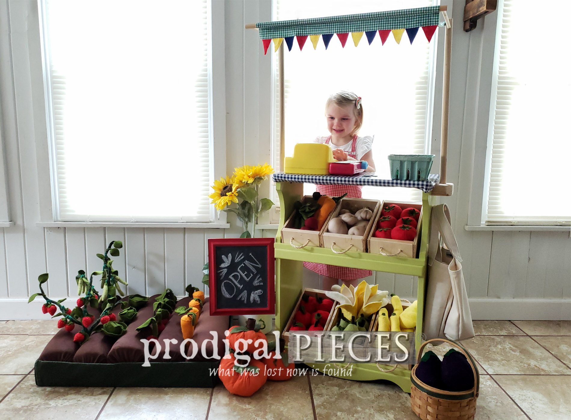 Featured Upcycled Bookcase Turned into Pretend Play Farmers' Market by Larissa of Prodigal Pieces | prodigalpieces.com