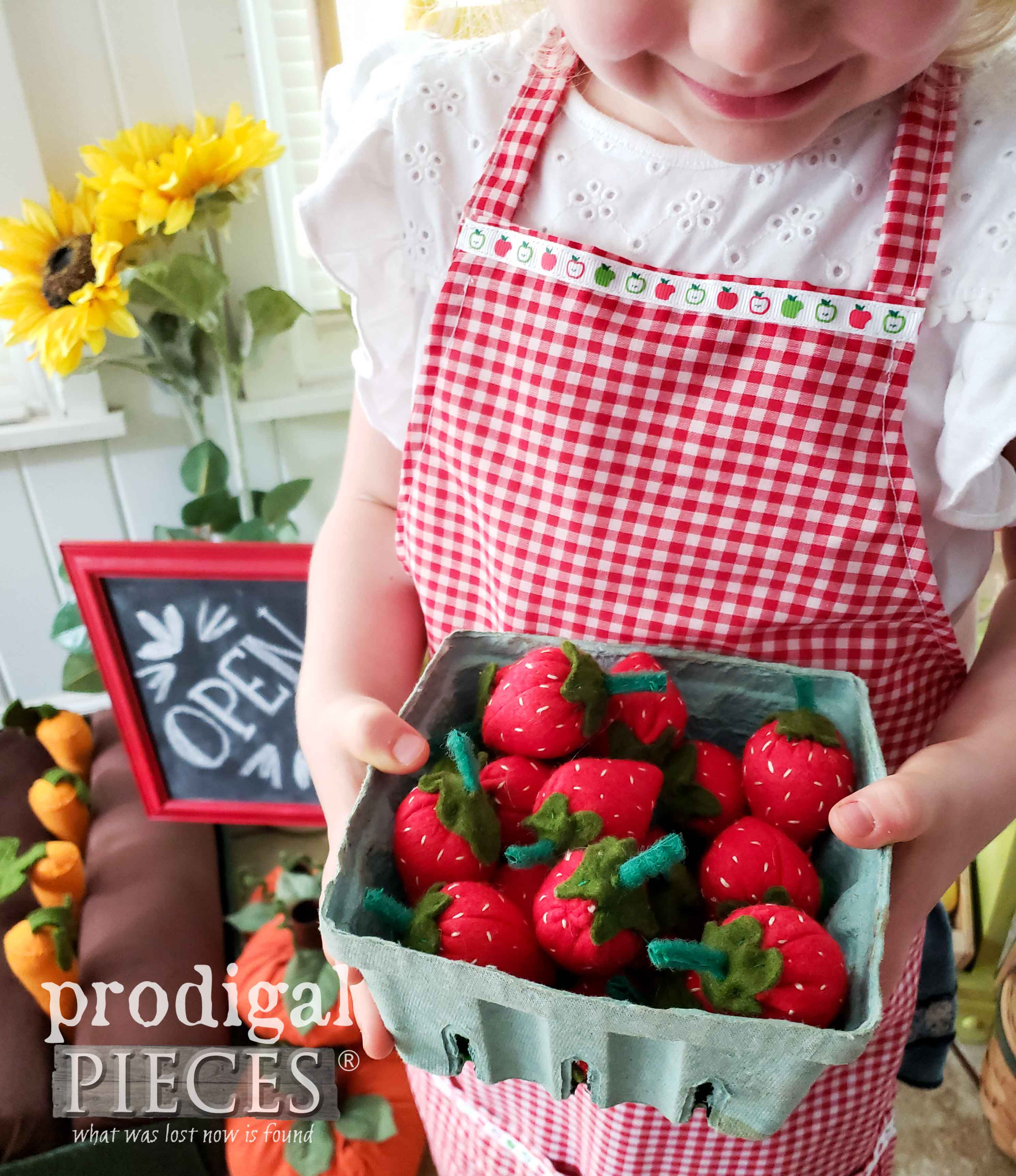 Pretend Play Strawberries made from Felted Merino Wool by Larissa of Prodigal Pieces | prodigalpieces.com