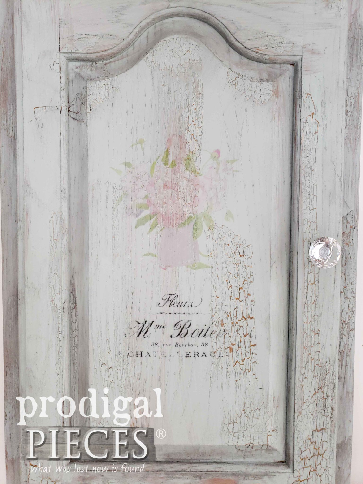 Shabby Chic Jewelry Organizer with French Typography by Larissa of Prodigal Pieces | prodigalpieces.com