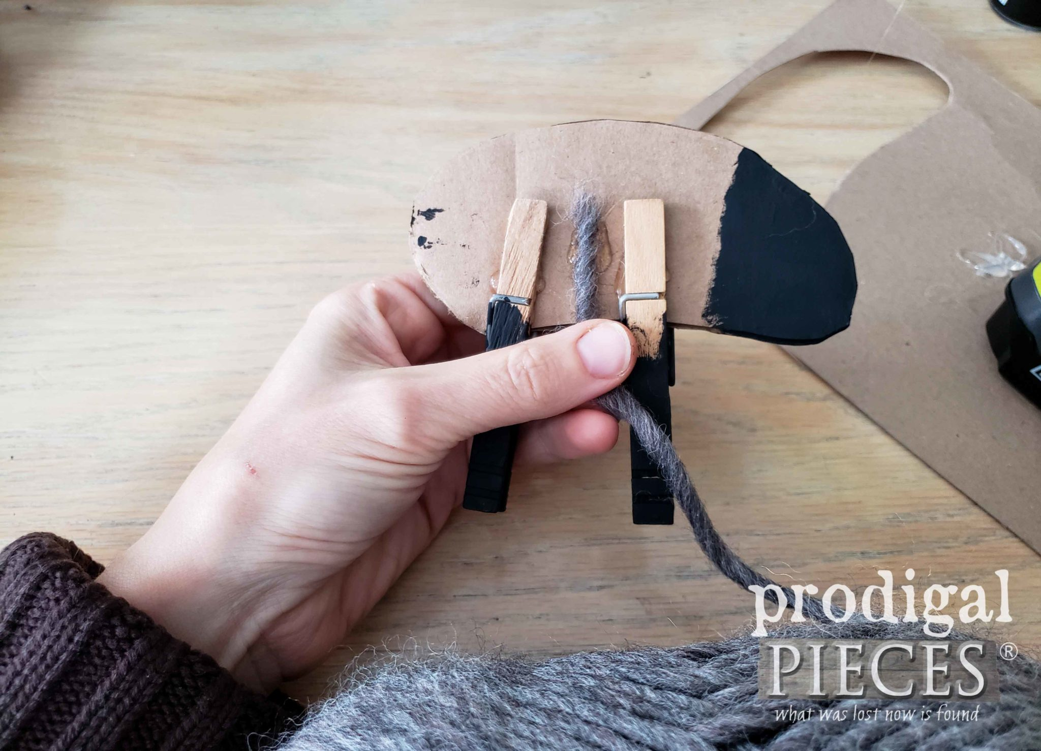 Starting Woolly Sheep Ornament with Wool Roving | prodigalpieces.com