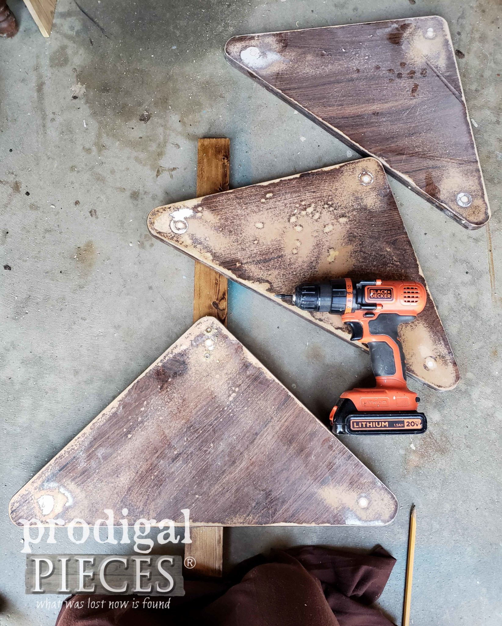 Assembling Upcycled Christmas Tree | prodigalpieces.com