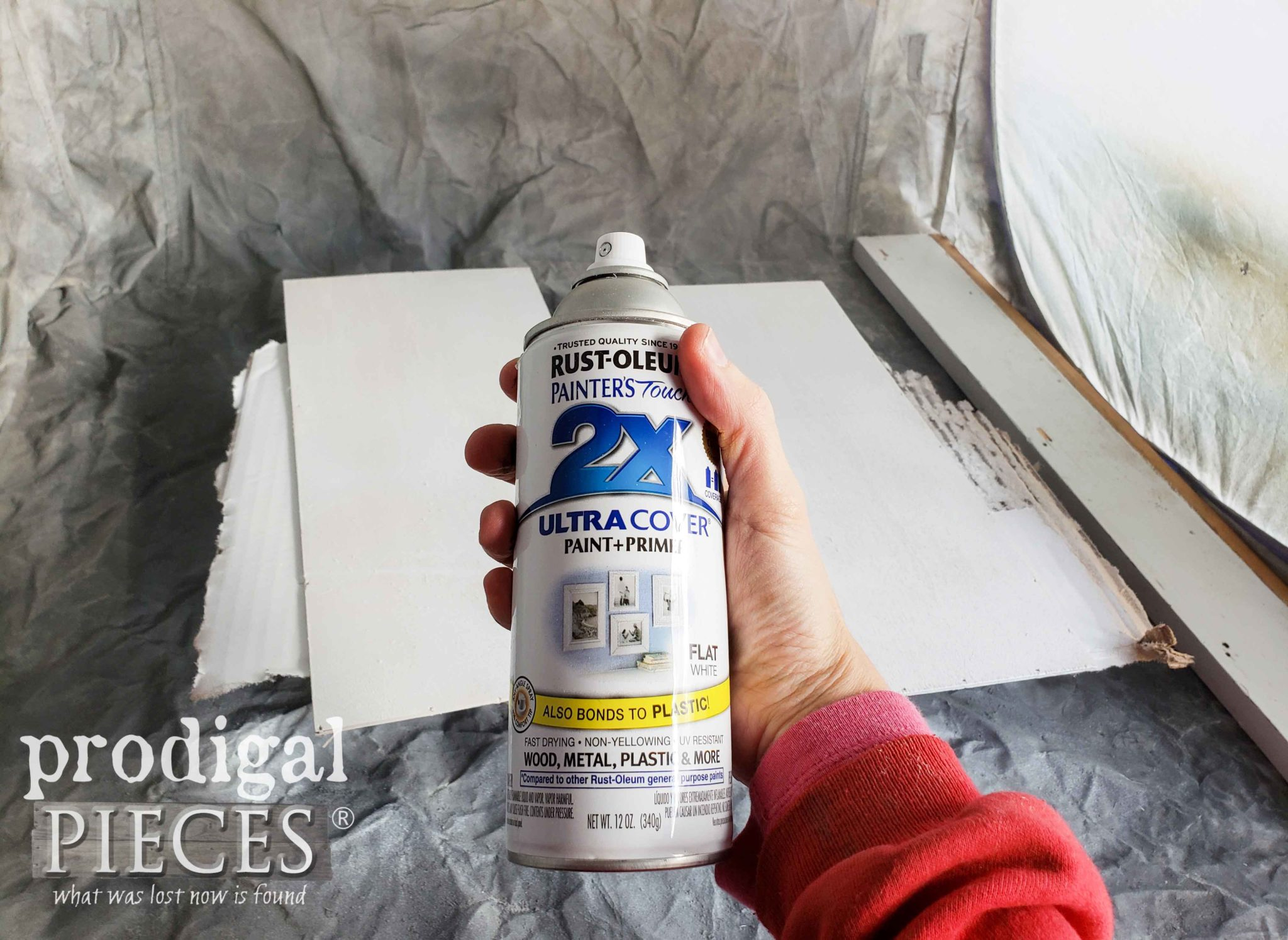 Rustoleum Flat White Spray Paint to Upcycle Old Christmas Decor | prodigalpieces.com