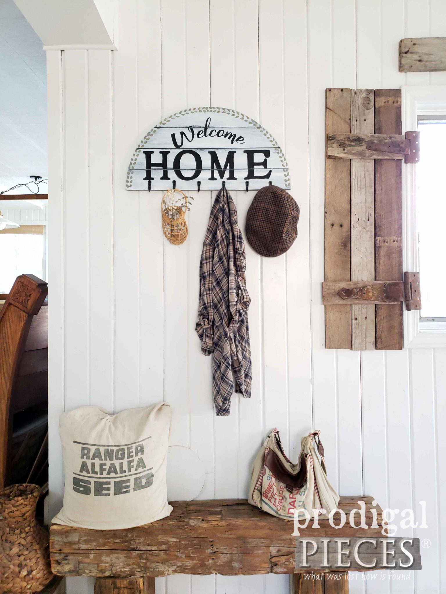DIY Farmhouse Welcome Sign Coat Rack Created by Larissa of Prodigal Pieces | prodigalpieces.com #prodigalpieces #home #homedecor #farmhouse #handmade #homedecorideas #diy