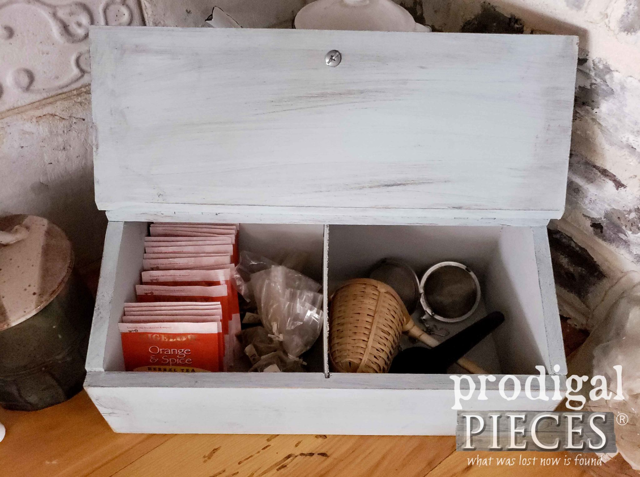 Inside Handmade Tea Box by Larissa of Prodigal Pieces | prodigalpieces.com